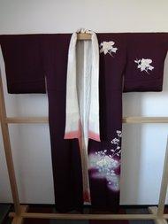 Traditionele japanse vintage kimono paars bloem