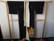Traditionele Japanase Kimono zwarte kimono met goud en vogelprint
