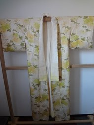 Traditionele japanse vintage kimono geel groene bloemen