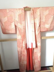 Traditionele Japanse kimono rood met vlakken