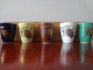 Japans Porselein AritaYaki Sake 5kopjes Japan Vintage JP  inclusief houten kistje in goede staat