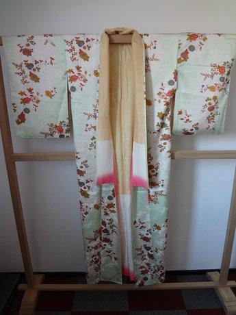 Traditionele Japanse Kimono Bloemen licht groen wit Japans