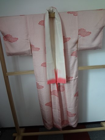 Traditionele japanse zijden kimono rood stipjes japan