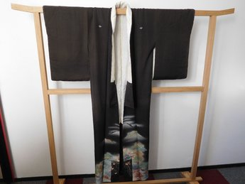 Traditionele Japanese Kimono zwart huis/bomen