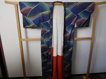 Traditionele Japanase Kimono spikkels in vakken blauw bloemetjes