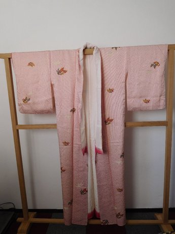 Traditionele Japanase Kimono rode stip vlinder