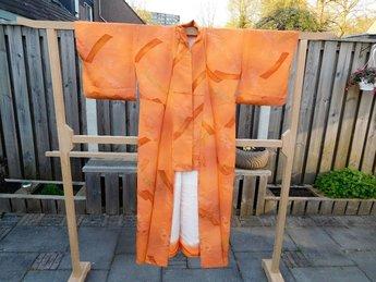 Traditionele Japanse Kimono oranje met gestreepte delen