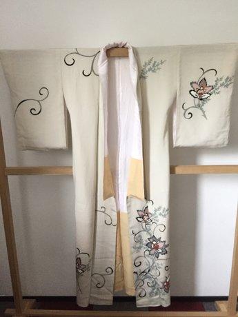 Traditionele Japanse Kimono wit met bloemen