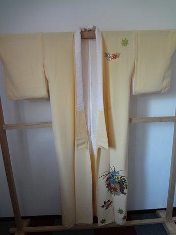 kimono geel met geborduurde bloemen