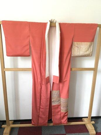 Traditionele Japanse Kimono roze met gouden vlakken