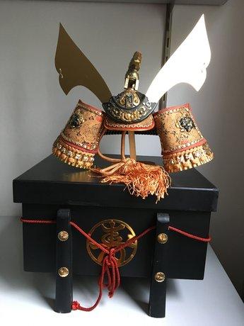 Japanse Samurai Helm Kabuto op Lakdoos