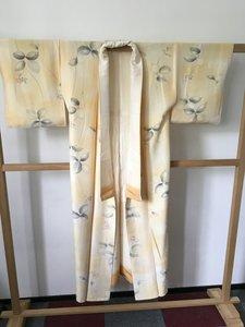 Traditionele Japanse kimono creme grijze blaadjes