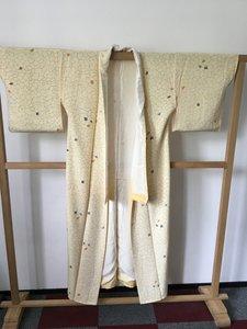 Traditionele Japanse kimono creme
